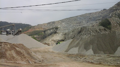 Bahan matrial batu dari gunung kecapi purwakarta