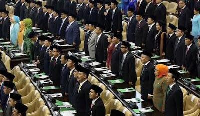 https://www.abusyuja.com/2020/08/hukum-wanita-menjadi-anggota-dprdprd.html