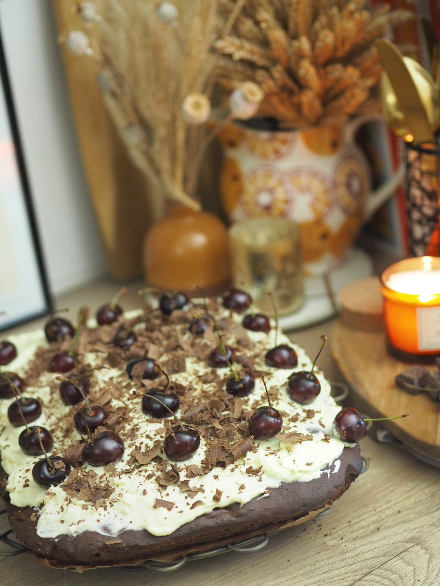 Simple recipe for baking a black forest cherry tray bake sponge. Easy recipe for beginners, perfect for winter and Christmas party desserts