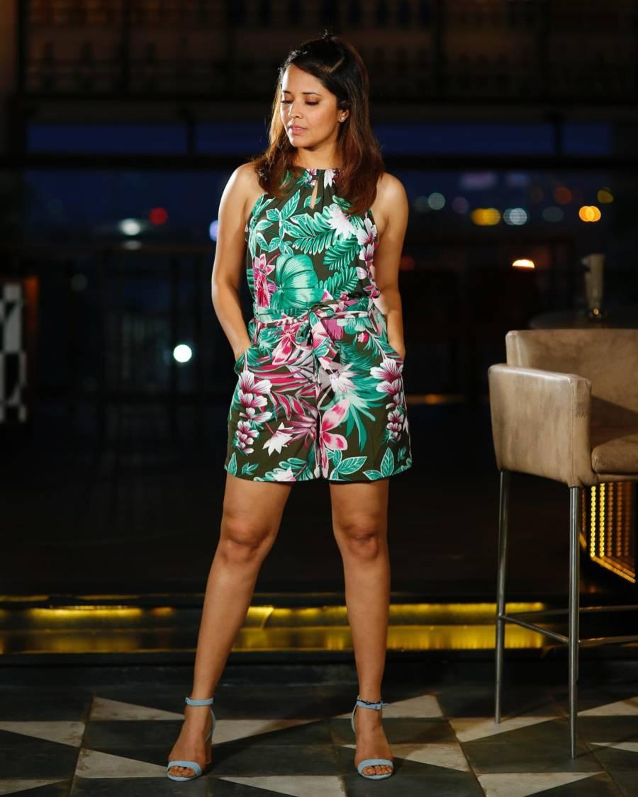 South Indian TV Actress Anasuya Long Legs In Green Skirt