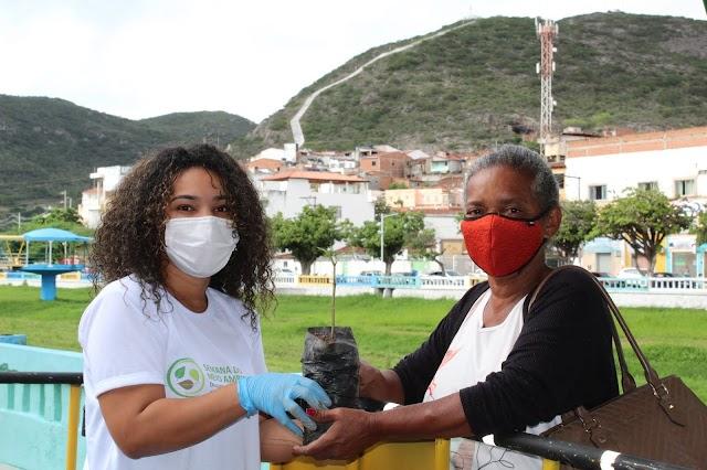 JMC Yamana Gold doa mudas de reflorestamento em ação do Dia do Meio Ambiente