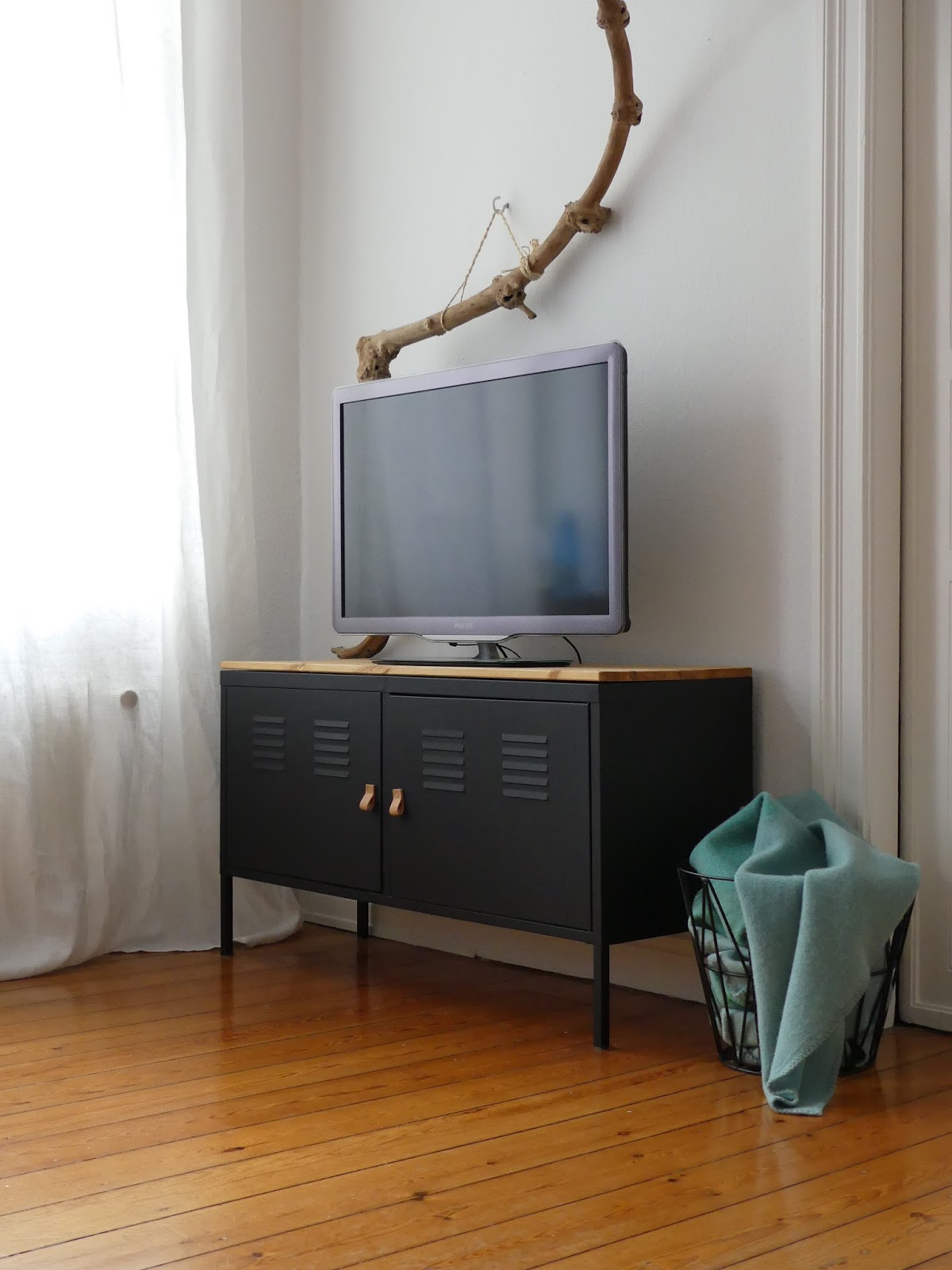 ikea hack aus klapprigem ps schrank wird edle tv konsole mintundmeer. Black Bedroom Furniture Sets. Home Design Ideas