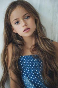 ffd728bc42 Desde los tres años ha posado para firmas como Armani, Roberto Cavalli y  Dolce & Gabbana. Kristina Pimenova es de nacionalidad rusa, tiene nueve  años y, ...