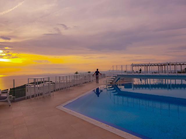 Sorrento, Villa Eliana. La piscina al tramonto