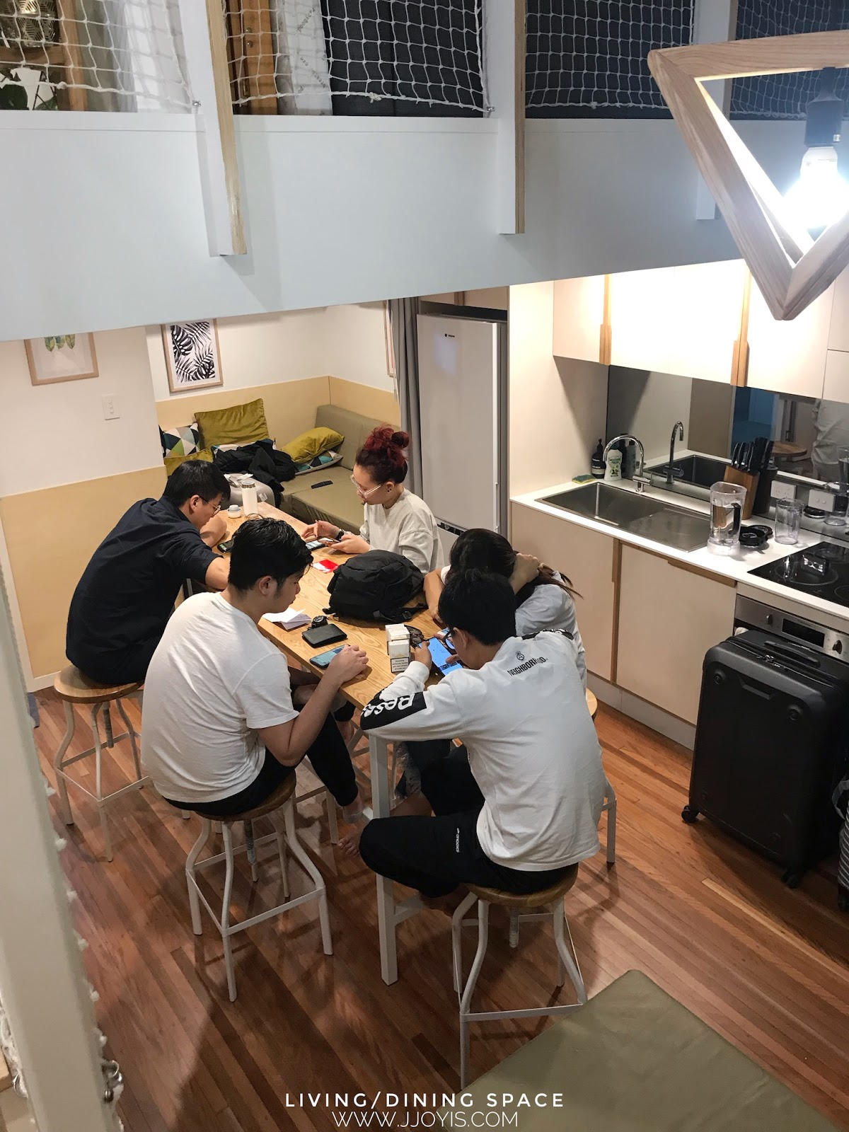 Airbnb for large groups (sleep 7) in Brisbane CBD dining