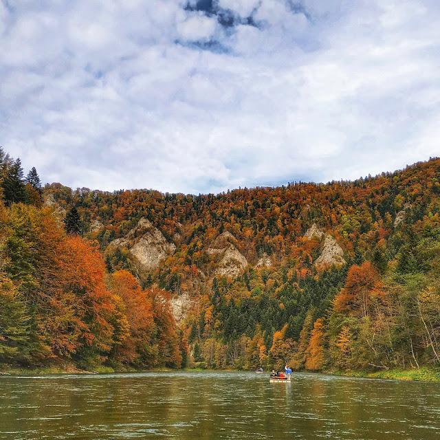 przełom Dunajca, spływ rzeką, łodzie flisackie, Pieniny