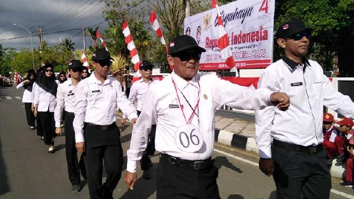 Saksikan Penampilan Gerak Jalan Indah, Bupati Sinjai Beri Apresiasi