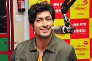 Vidyut Jamwal Adah Sharma Commando 2 Movie Team at Radio Mirchi 95  0053.jpg