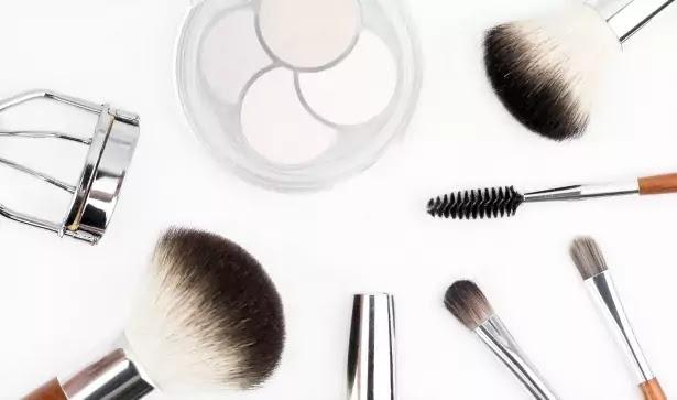 How to use a heated eyelash curler