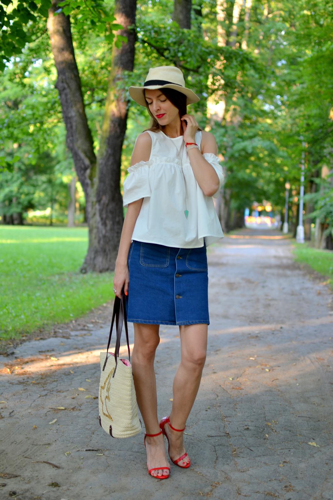 http://www.mademoiselleiva.com/2016/07/off-shoulders-white-blouse.html