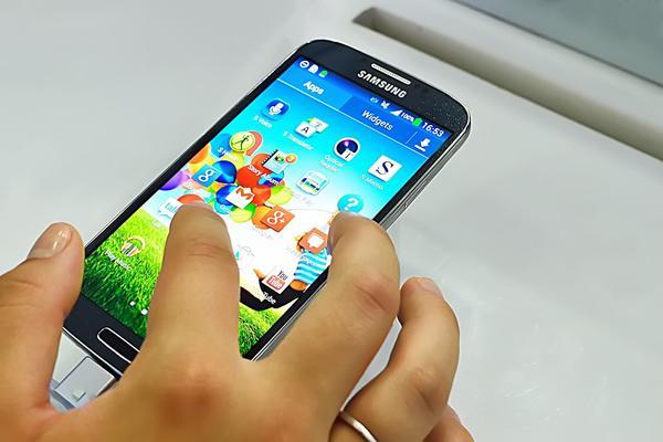 شركة Samsung ستدفع لمالكي S4 Galaxy مقابل 10 دولارات بعد أن استخدمت رمز قياسي