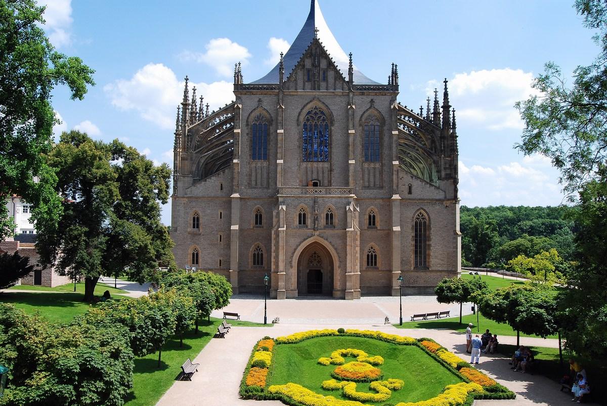 façade de l'église / cathédrale Sainte-Barbe Kutna Hora