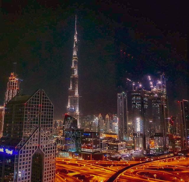 Dubai, vista notturna sul Burj Khalifa