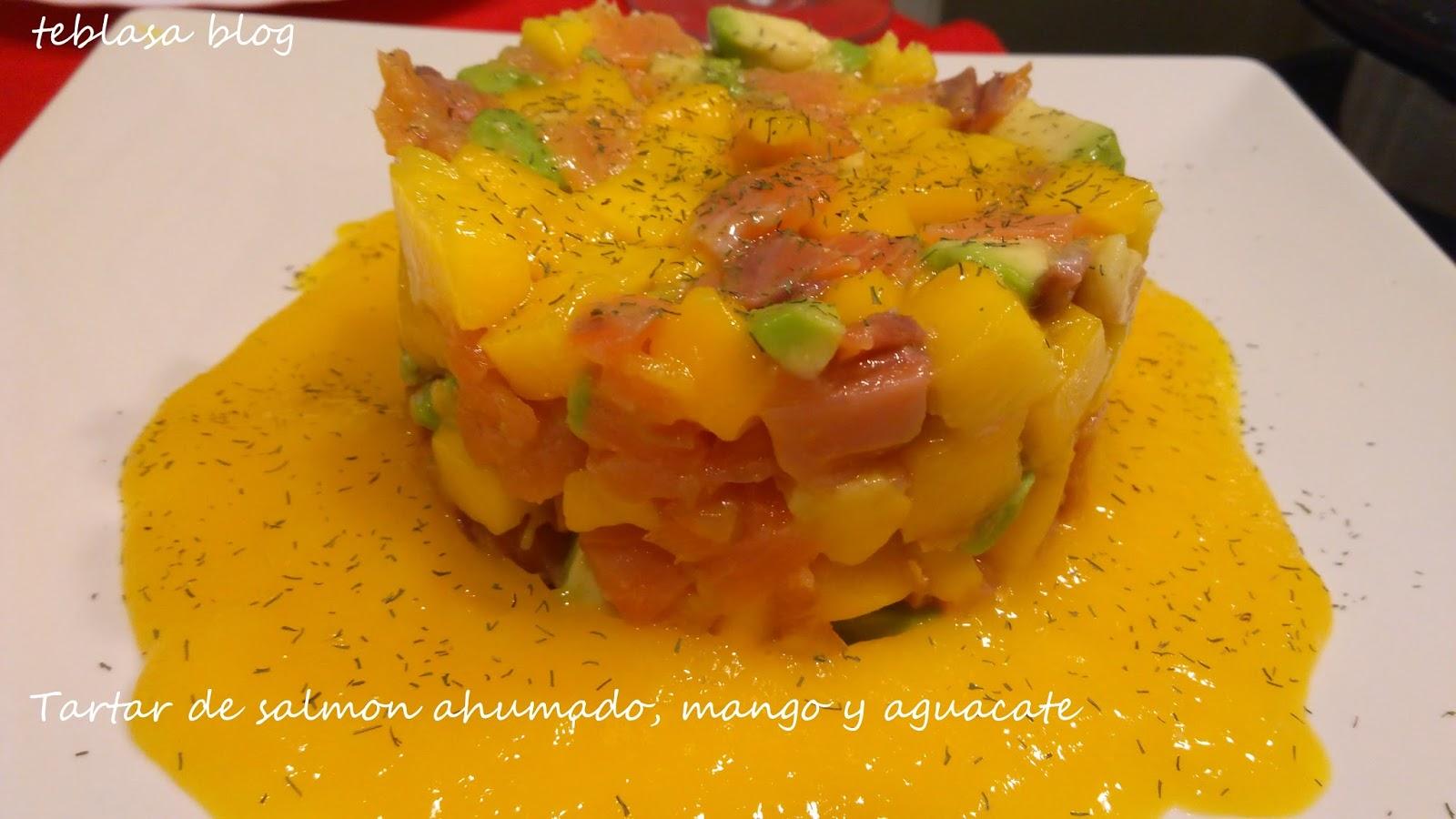 salmón ahumado con mango y aguacate