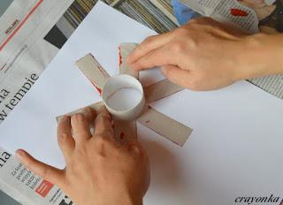 robienie stempla z roki po papierze toaletowyn