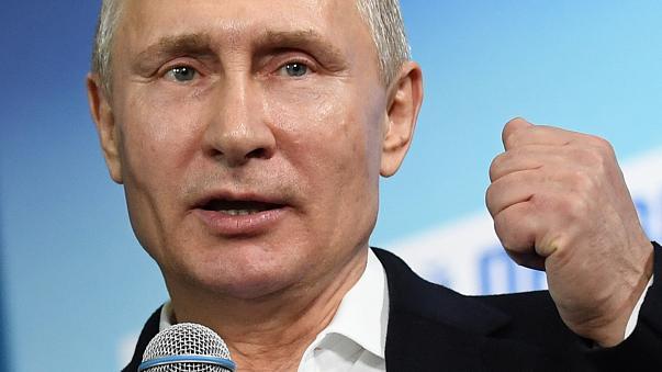 Σαρωτική ήταν η νίκη του Βλαντιμίρ Πούτιν στις προεδρικές εκλογές (βίντεο)