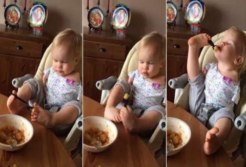 Θα σου λιώσει την καρδιά: Κoριτσάκι που γεννήθηκε χωρίς χέρια τρώει μόνο του για πρώτη φορά και ρίχνει το Facebook! (Video)