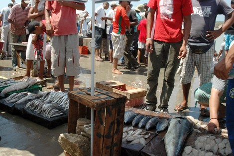 """أسعار ملتهبة تزيح """"السردين"""" من موائد فقراء المغرب في رمضان"""