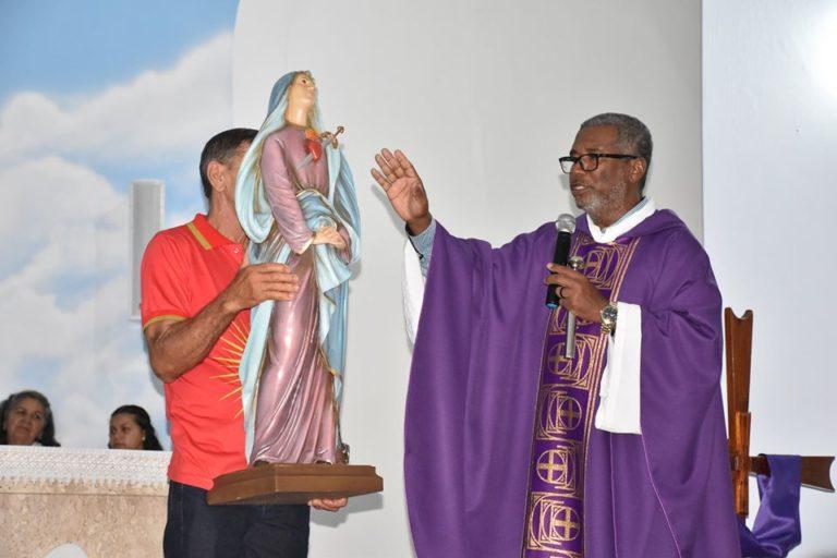 No dia Internacional da Mulher, Igreja Católica recebe imagem de Nossa Senhora da Dores como doação
