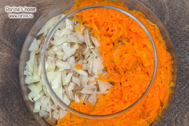 Выложите слой тертой моркови: фото