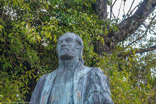 A estátua de Gabriel de Lara - detalhe do busto
