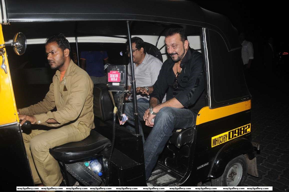 Sanjay Dutt took a late night joy ride in an autorickshaw