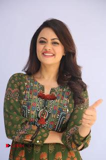 Actress Shruti Sodhi Pictures at Meelo Evaru Koteeswarudu Trailer Launch  0012.JPG