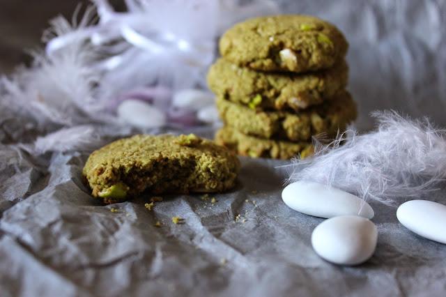 https://cuillereetsaladier.blogspot.com/2014/06/biscuits-au-matcha-et-eclats-de-dragees.html