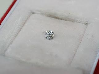 ダイヤモンドを査定と鑑別し買い取り致しました