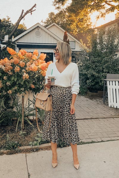 21+ Non-Boring Fall Outfits for Work | V neck Pullover + Grey Leopard Pleated Skirt + Tory Burch Pump