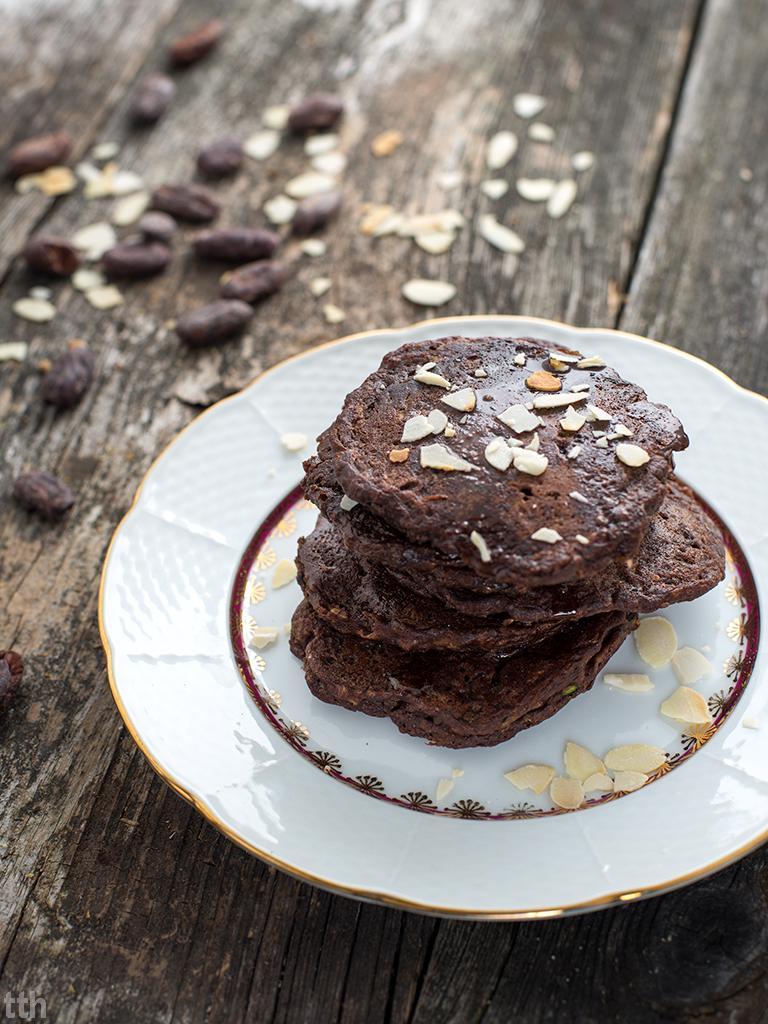 Czekoladowe racuchy drożdżowe z cukinią wegańskie, bezglutenowe, bez cukru roślinna kuchnia blog przepis