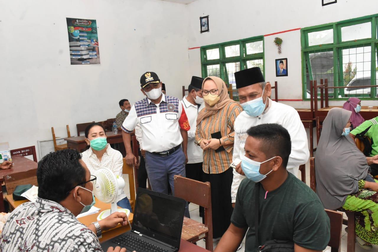 Bupati Meninjau Vaksinasi Covid-19 Yang Digelar Pemkab Bersama Polres Sergai Dalam Rangka HUT Bhayangkara ke 75