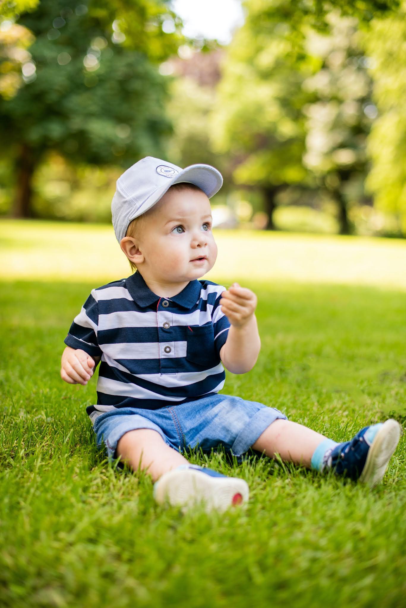 Baby photoshoot outdoor