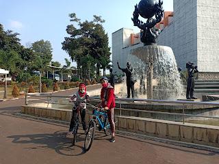 KOMUNITAS BERSEPEDA WULING JAKARTA