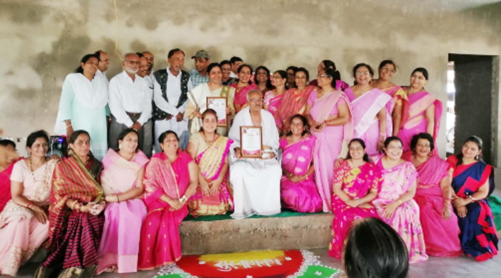 Jhabua News- गुरू पूर्णिमा महोत्सव के उपलक्ष में संस्कार भारती आजाद इकाई झाबआ ने दो गुरूजनों का किया भव्य अभिनंदन