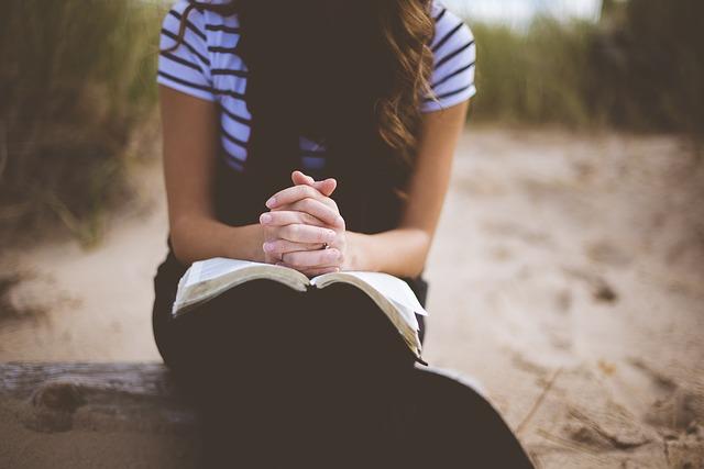 chica-cristiana-orando