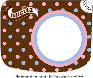 Etiqueta Nucita de Lunares Celeste y Rosa en Fondo Chocolate para imprimir gratis.