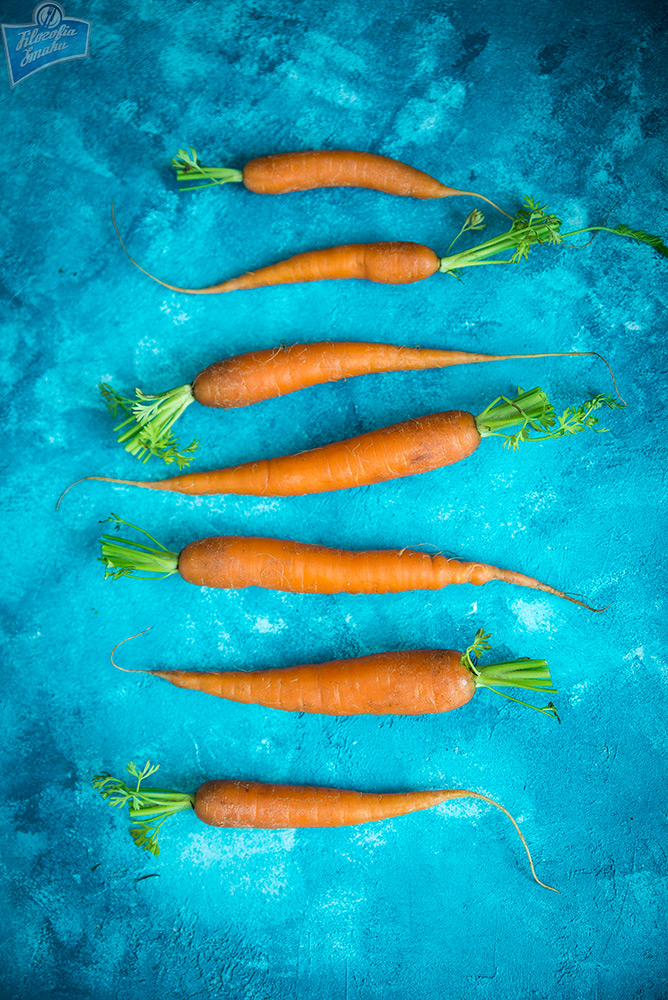 Młode marchewki w boczku