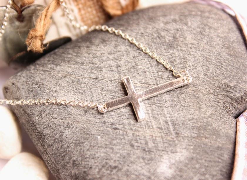 collier croix argenté tendance pas cher
