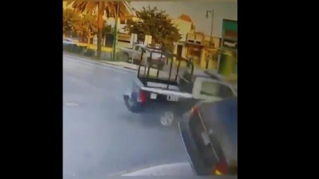 video.- Patrulla a toda velocidad se pasa el semáforo en rojo , choca y muere una persona en Nuevo León