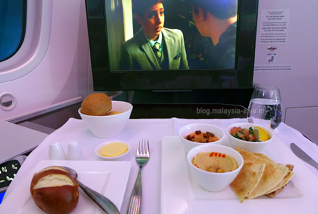Business Class Dining on Qatar Airways