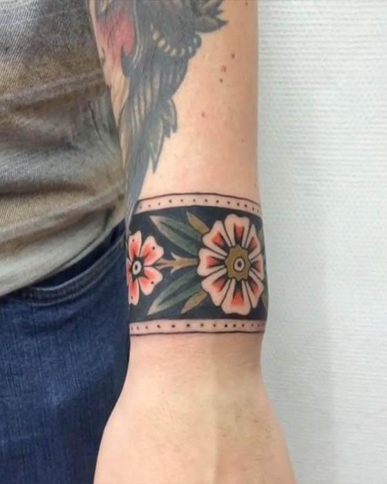 tatuaje brazalete flor