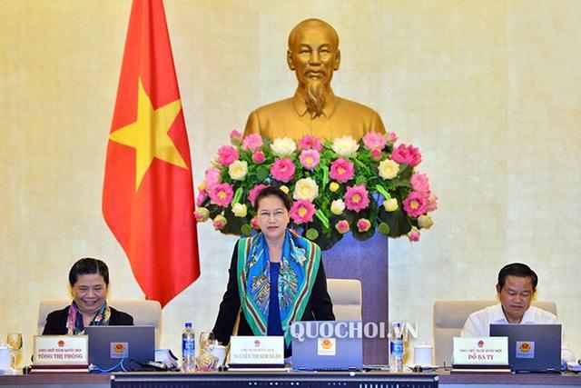 Chủ tịch Quốc hội Nguyễn Thị Kim Ngân chủ trì phiên họp của UB Thường vụ Quốc hội
