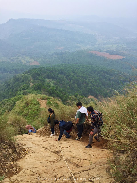 Jalur pendakian Gunung Batu Jonggol