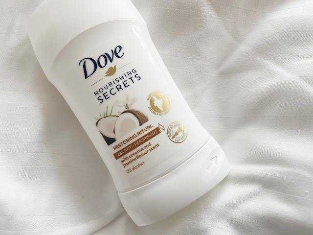 obal kokosového antiperspirantu Dove