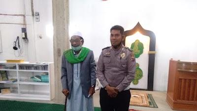 Meski Berbeda Agama, Polisi Ini Sumbangkan Gajinya Bantu Bangun Mesjid