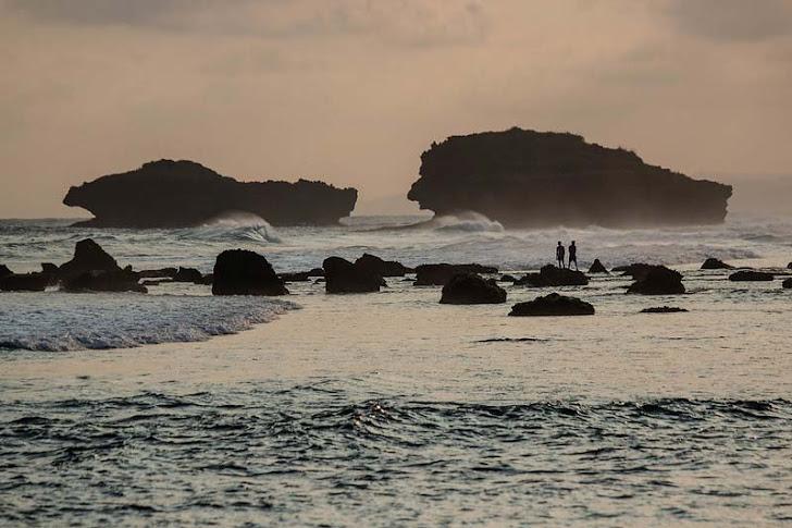 Pantai Terbaik di Pacitan - 5 Pantai Indah dengan Fasilitas Lengkap
