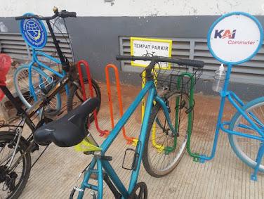 Tempat Parkir Sepeda Untuk Pengguna KRL Jabodetabek