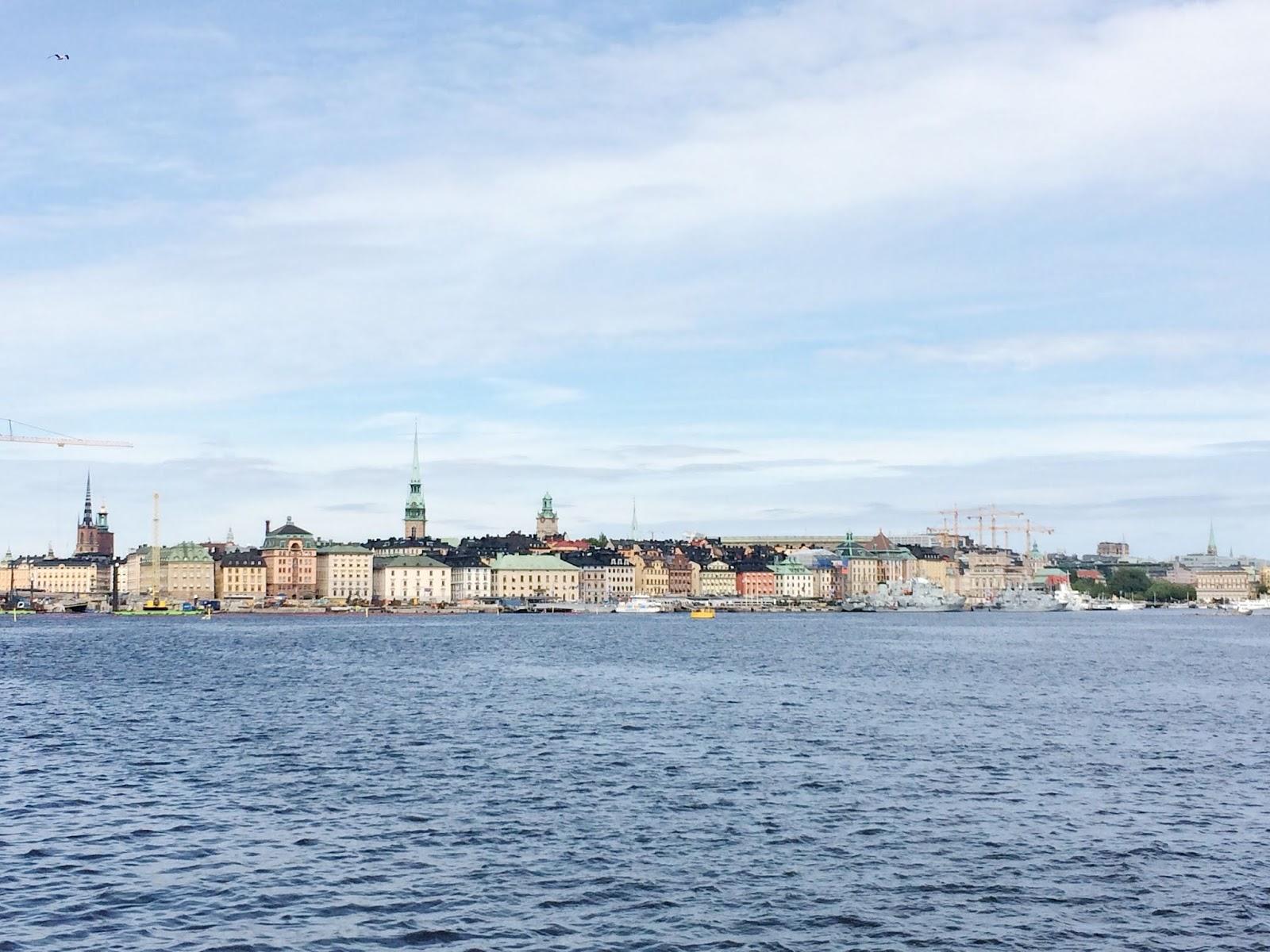 Taaperon kanssa Tukholman risteilyllä