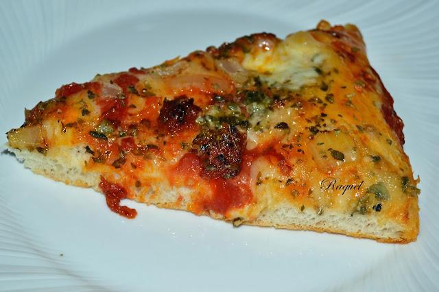 Pizza De Sobrasada Y Queso Roquefort